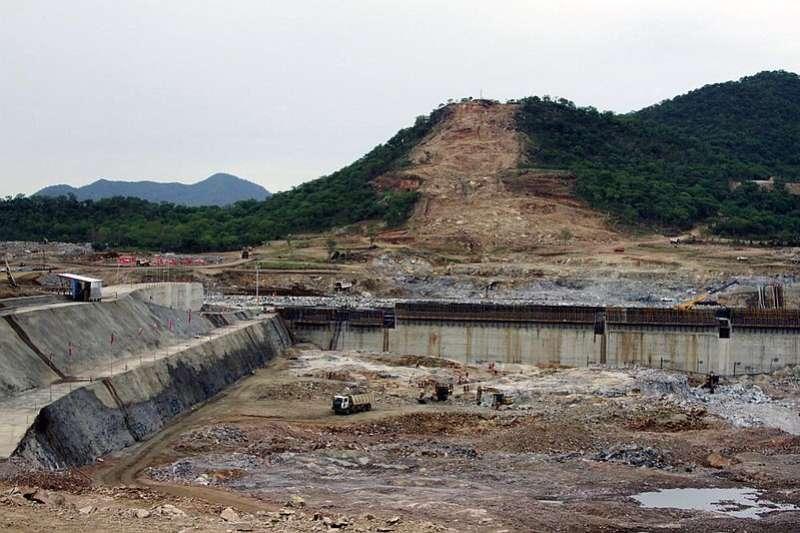 衣索比亞計劃在尼羅河上游興建非洲最大水壩,埃及、蘇丹憂水源遭攔截而多次進行談判,圖為水壩預定地。(AP)