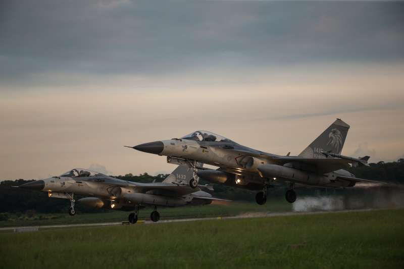 國民黨前副祕書長蔡正元表示,台海各式戰機飛個不停、卻又未到開戰邊緣,整個形式基本上是「疲勞戰術」。(資料照,軍聞社提供)