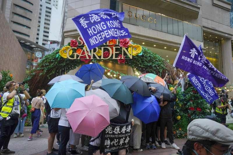 《港區國安法》生效後,港府稱「光復香港、時代革命」口號有「港獨」的意味。(美聯社)