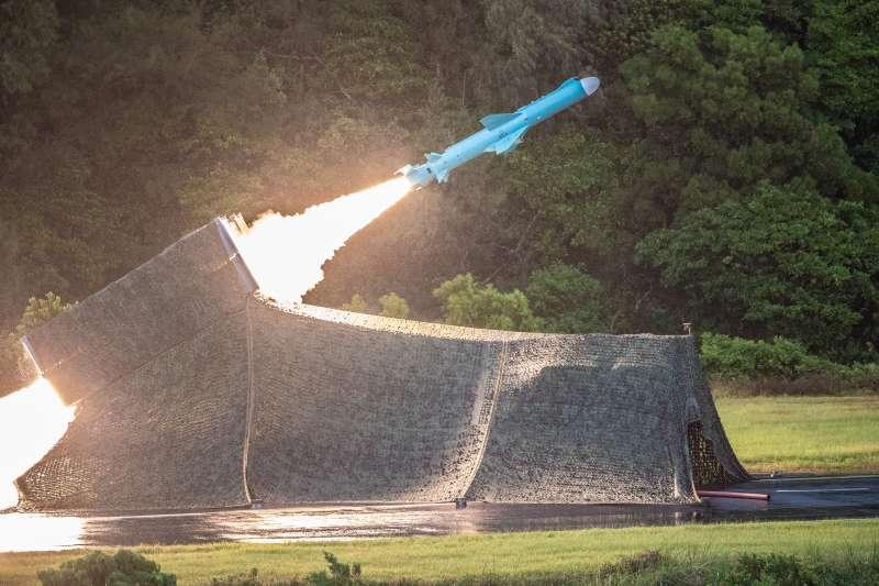 20200715-國軍漢光36號演習實兵演練15天日執行「濱海決勝」階段,實施精準彈藥實彈演習,圖為雄風二型反艦飛彈。(國防部提供)