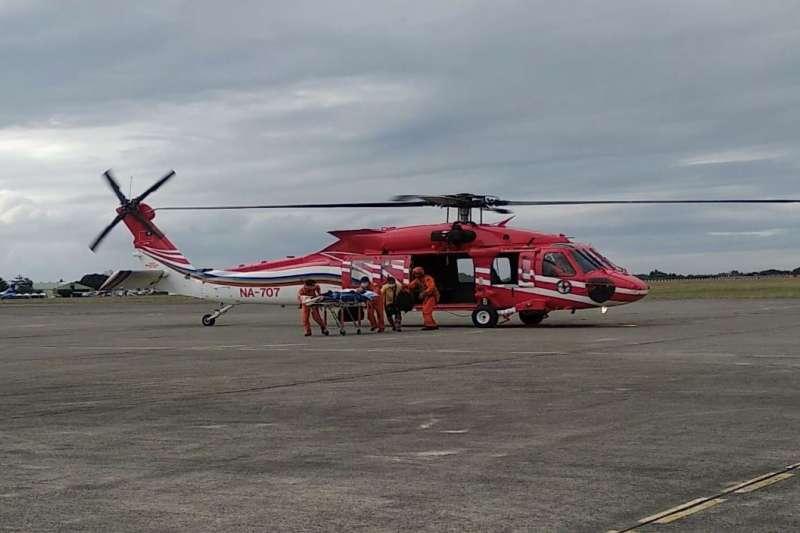 亞航以超低價要搶空勤UH-60M黑鷹直升機隊維修招標案。(翻攝自空中勤務總隊臉書)