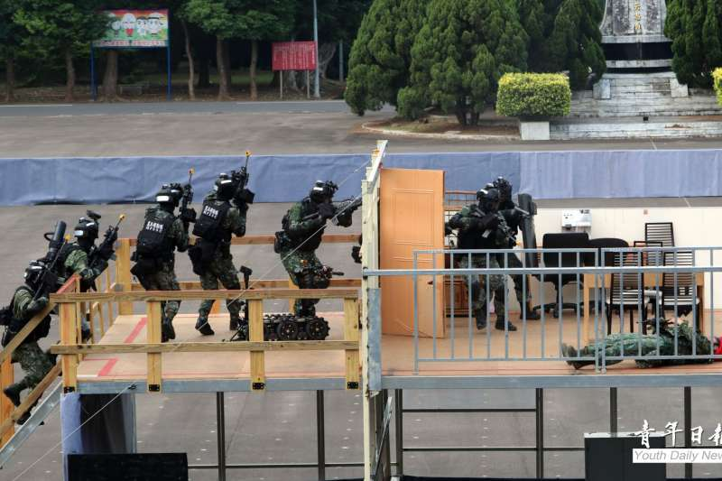 國軍本周進行漢光演習實兵演演練,14日在憲兵慧敏營區實施「衛戍區重要目標防護演練」。(取自青年日報)