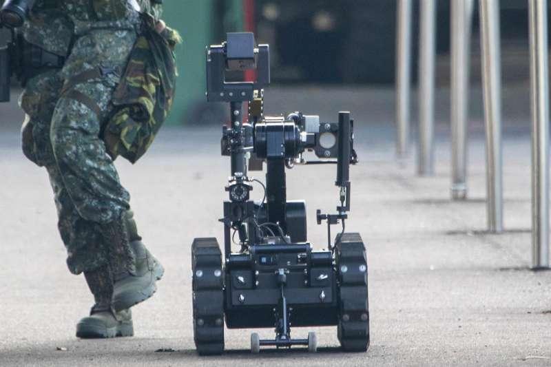 20200715-國軍本周進行漢光演習實兵演演練,14日在憲兵慧敏營區實施「衛戍區重要目標防護演練」。(取自青年日報)
