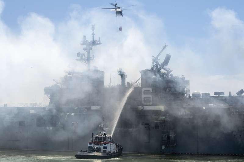 「好人理查號」7月曾因火災悶燒4天,目前已經失去戰鬥能力。(美國海軍官網)