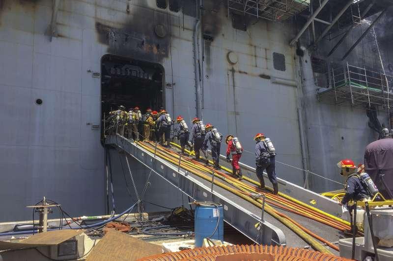 美軍「好人理查號」大火延燒數日,目前已經進入第三天。(美國海軍官網)
