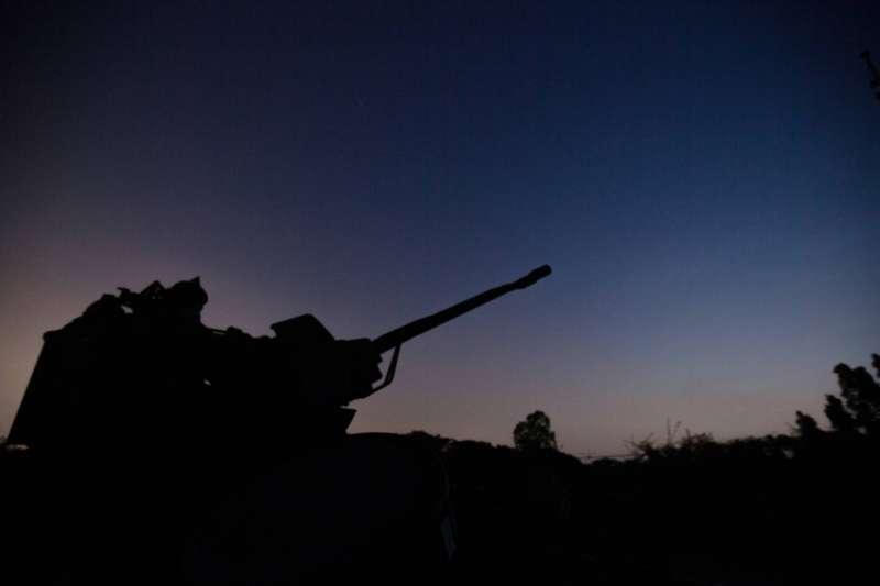 20200715-國軍本周進行漢光36號演習實兵演練,14日晚間執行「夜間防空攔截作戰」科目。圖為35快砲。(取自軍聞社)