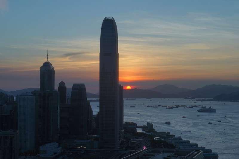 籠罩在「港版國安法」陰影下的香港天際線。2020年7月14日,《紐約時報》宣布將把駐點香港負責網路新聞的團隊轉移至南韓首爾。(AP)