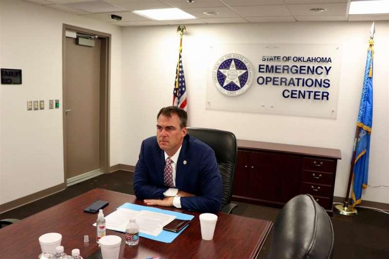 美國奧克拉荷馬州州長史蒂特15日宣布,自己對武漢肺炎呈陽性反應。(圖取自facebook.com/GovStitt)