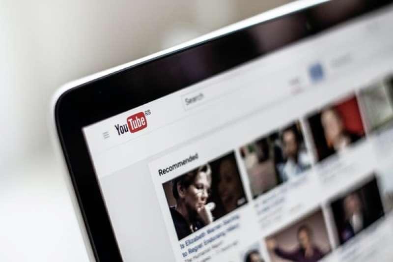 Google為了打擊假新聞,刪除了超過2500個與中國有關的Youtube頻道。(圖/unsplash)