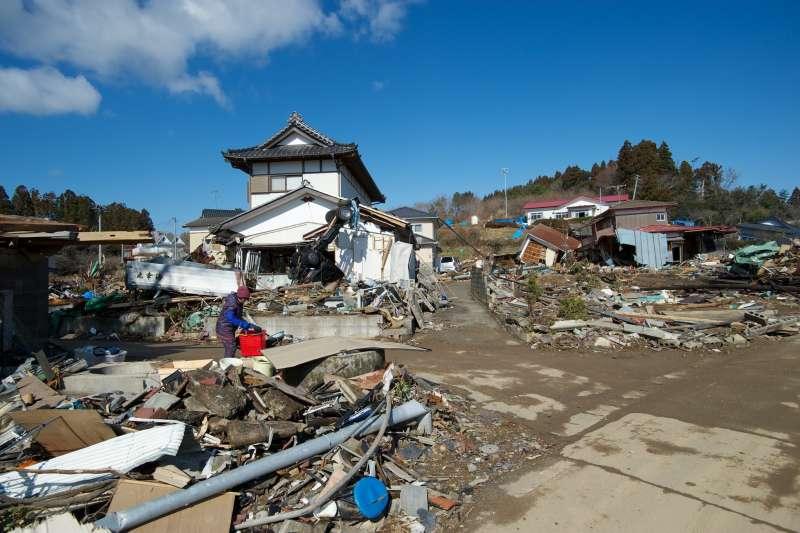 311大地震的罹難者已經死亡多時,遺體已面目全非,為何家人還是能認出來?(圖為福島災區/OKAMOTOAtusi@flickr)