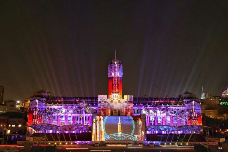 20200716-中華文化總會今(16)日發佈新聞稿表示,去年舉辦的「世界同行.台灣耀飛-2019國慶總統府光雕展演」獲紅點設計大獎。(文總提供)