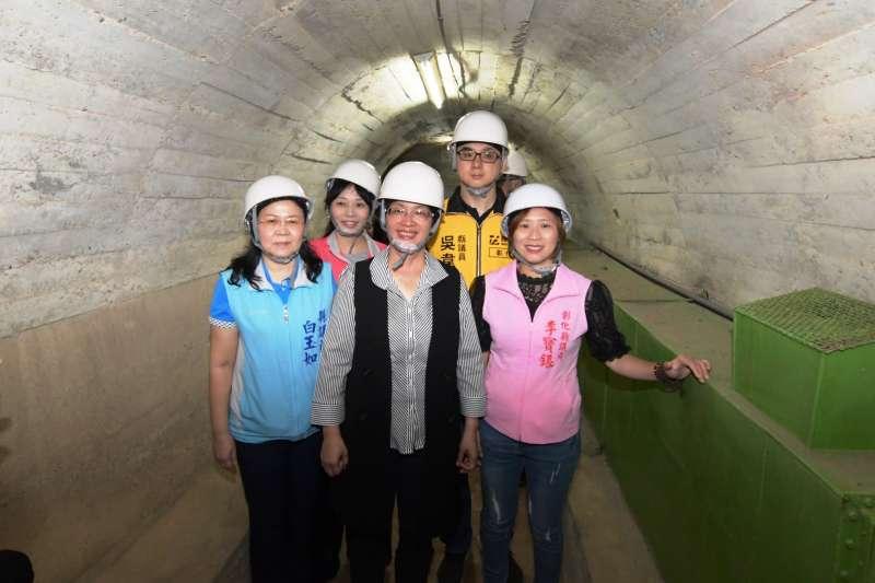 王惠美顯長親自實勘八卦山銀橋飛瀑附近防空洞,也認為是值得大家前來體驗的景點。(圖/彰化縣政府提供)