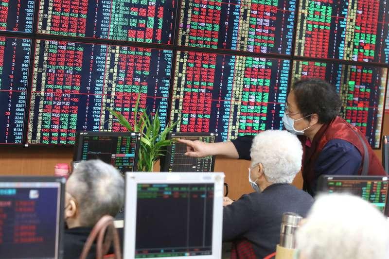 安聯台灣科技基金經理人廖哲宏表示,觀察近期盤面表現,主流類股大致以IC代工相關族群表現較強,其他冷門類股因著各自題材輪。(柯承惠攝)