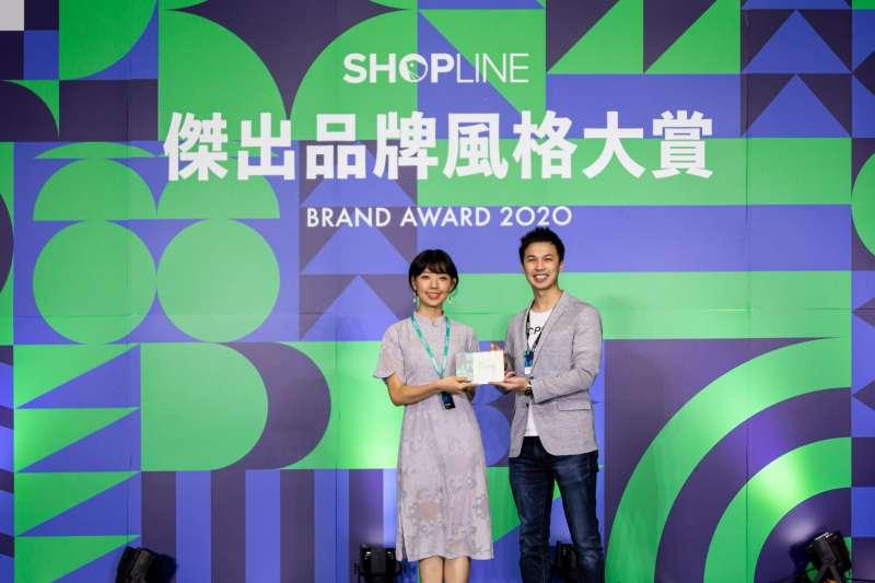 飾品電商品牌「女主角」榮獲SHOPLINE 2020 傑出品牌風格大賞首屆評審團首獎-最佳人氣品牌獎。(圖/SHOPLINE)