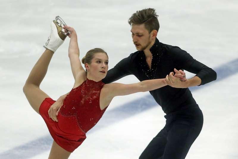 澳洲雙人滑冰選手亞歷珊卓芙絲卡雅(Ekaterina Alexandrovskaya)與溫沙(Harley Windsor)(AP)