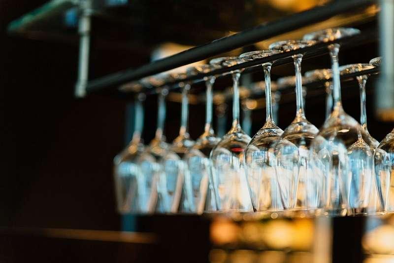 雖然強調酒杯好像有點本末倒置,但同樣的葡萄酒倒進不同酒杯,得到的品飲結果其實不盡相同。(圖/Taiwan Tatler)