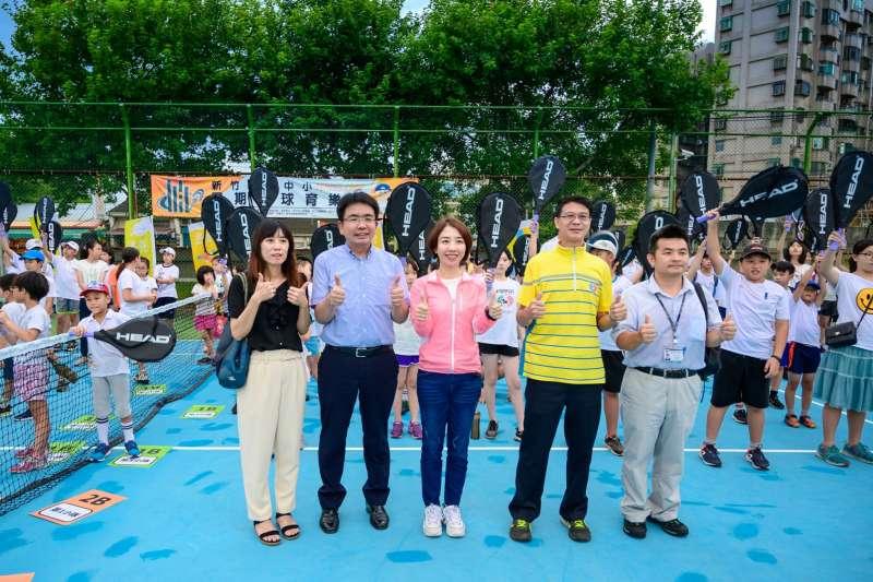 備受大新竹小網迷期待的竹市暑期網球育樂營,20日舉行開訓典禮。(圖/昌禾教育基金會提供)