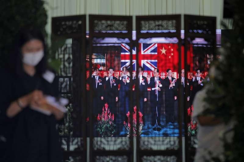 香港國安法:英國無限期暫停與香港的《引渡協定》,並把對中國的武器禁運令延伸至香港(AP)