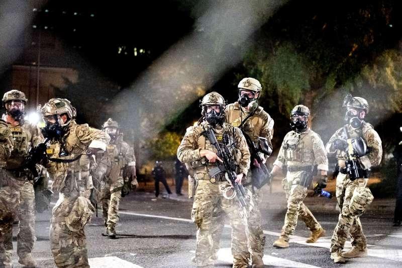 美國總統川普指示國土安全部派出「聯邦部隊」進駐波特蘭鎮壓示威(AP)