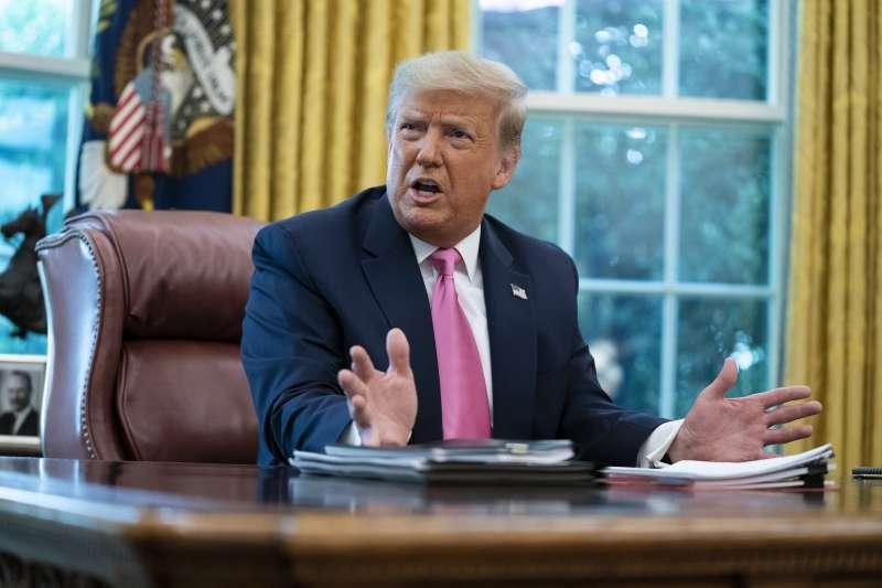 川普政府對中國出手頻繁,但是一般美國民眾卻搞不清楚川普是玩真的,還是選舉救急招數。(AP)
