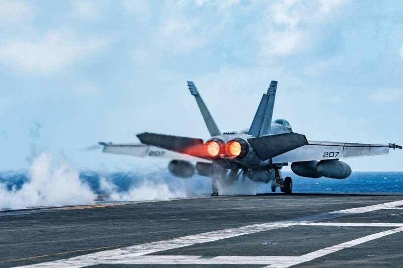 美國發表南海新立場,兩航母群還在1個月內兩度在南海演習。(翻攝自USS Ronald Reagan CVN-76臉書)