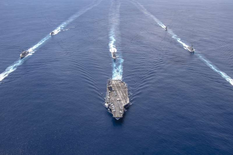 美軍尼米茲航母打擊群與印度海軍在印度洋舉行聯合軍演。(美國海軍官網)