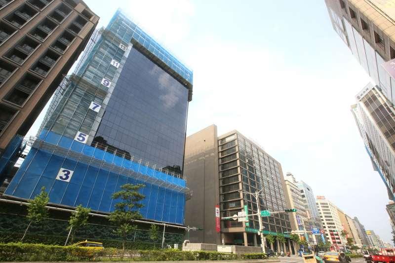 觀察今年1到5月總價2000萬元以上的交易熱區發現,中山區在台北市12區交易量居次。(柯承惠攝)