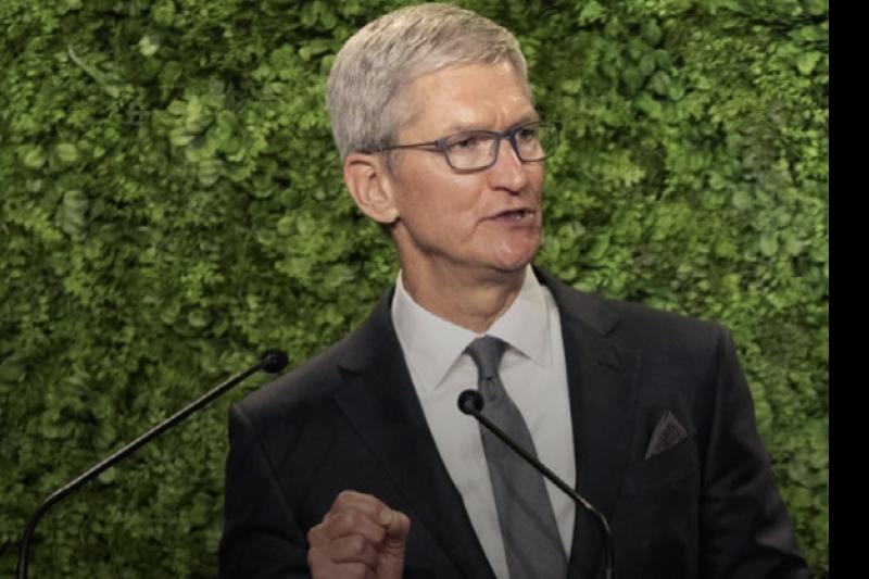 蘋果執行長庫克(Tim Cook)表示,蘋果將在環境永續上扮演更積極的角色。(圖/截自蘋果官網)