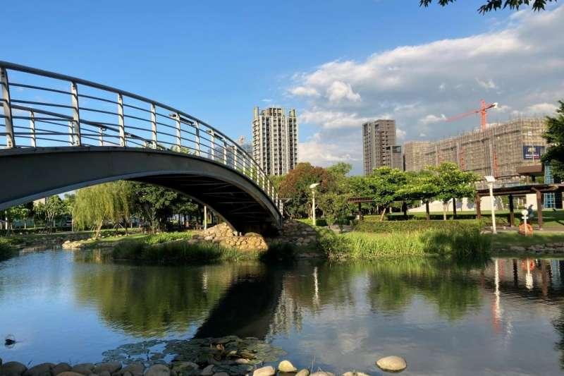 桃園禾風公園為親水公園,疫情讓週邊的養生樂活宅更搶手。(信義房屋提供)