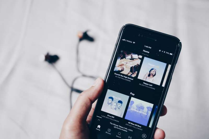 從訂閱收入拿出 80%支持音樂人,是創辦 Spotify 的初衷與使命感。(示意圖/ Fixelgraphy@photoAC)