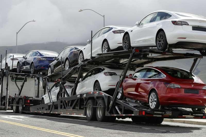 特斯拉2020年公布第二季財報,已是連續第四季獲利,第二季交車數量超過9萬輛。(AP)