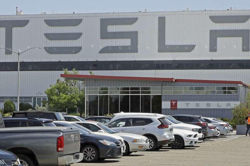 特斯拉股價狂噴不止,市值已達4,172.17億美元,正式超車台積電、VISA。(AP)