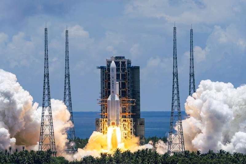 2020年7月23日,中國「天問一號」火星探測器由「長征五號遙四運載火箭」搭載,從海南島「文昌航天發射場」發射升空(AP)