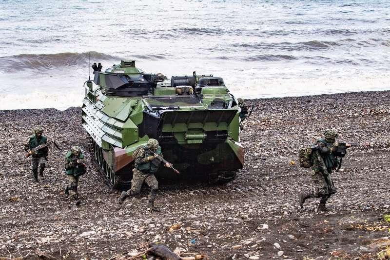 海軍陸戰隊及其遂行兩棲登陸作戰任務的能力保留與否,引發討論。(取自軍聞社)