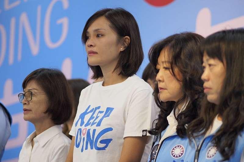 國民黨高雄市長補選候選人李眉蓁被爆碩士論文抄襲,含淚道歉並宣布放棄學位。(李眉蓁臉書)