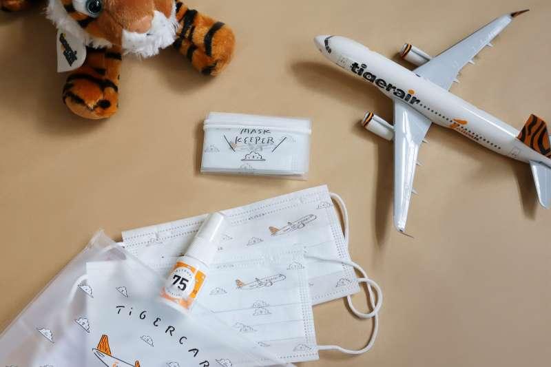 台灣虎航預計自7月30日起,每位搭乘國際航班的旅客,皆可獲得虎罩包一個 。(圖/台灣虎航提供)