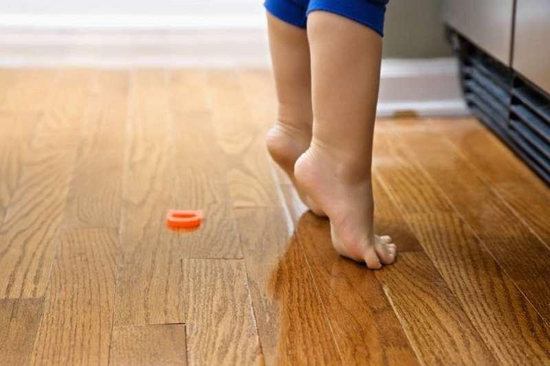 小孩總踮腳尖?剖析原因與改善方法。(圖/Hello醫師)