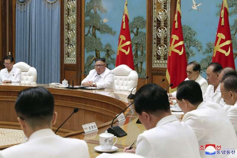 北韓傳出疑似感染武漢肺炎的脫北者入境北韓,領導人金正恩召開緊急會議(AP)