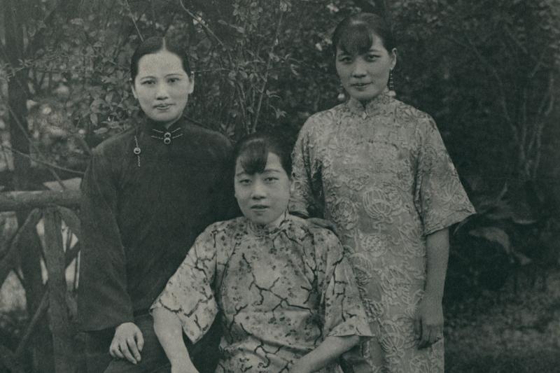 宋氏三姊妹在1927年4月蔣介石 「清共」前夕合照,不久後她們就分道揚鑣,分屬兩個敵對的陣營。(麥田出版提供,圖像來源:國史館)