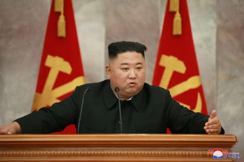 3年前叛逃南韓的脫北者,近日回到北韓竟感染新冠肺炎,金正恩對此下達封城令!(圖/取自北韓中央通信社)