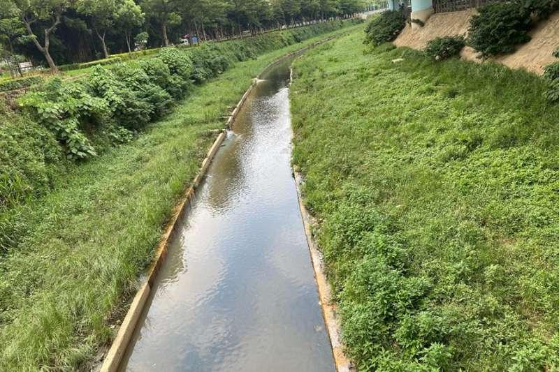 湳仔溝環境營造與底泥處理階段已完成,惡臭情形完全改善,現正辦理污染削減工作。(圖/新北市水利局提供)