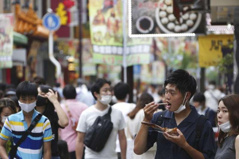 日本橫濱中華街的遊客。(美聯社)