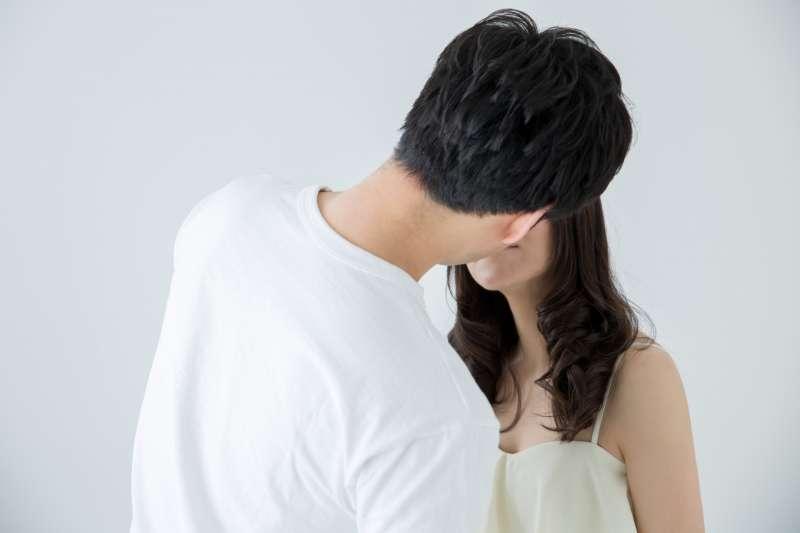 交往多久才可以和男友發生關係?男友一直要求親熱怎麼辦?(圖/取自photoAC)