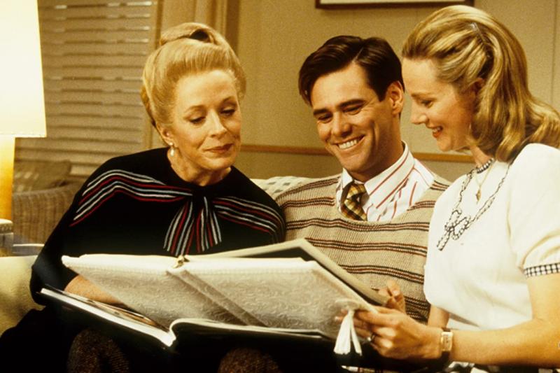 由金凱瑞主演的科幻喜劇電影《楚門的世界》(The Truman Show),帶你找出人生真正的意義(圖/取自IMDb)