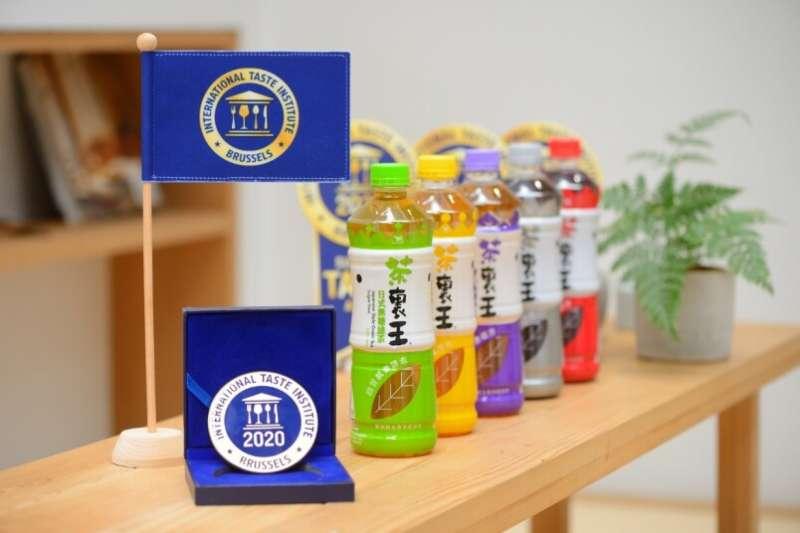 茶裏王自 2018 年起連續三年,榮獲國際風味絕佳獎章的高度肯定,成為市場上唯一屢獲國際獎項的即飲包裝純茶品牌。(圖/茶裏王提供)