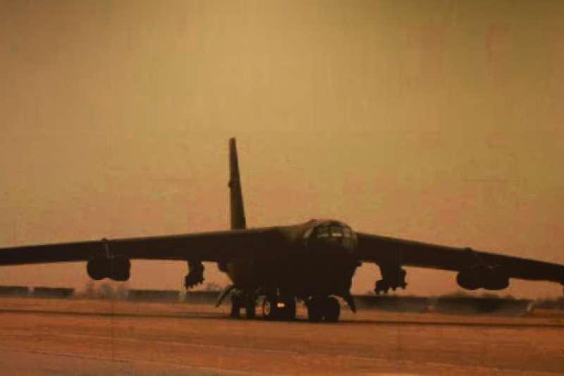 越戰時落地清泉崗空軍基地的B-52轟炸機。(資料照,許劍虹提供)