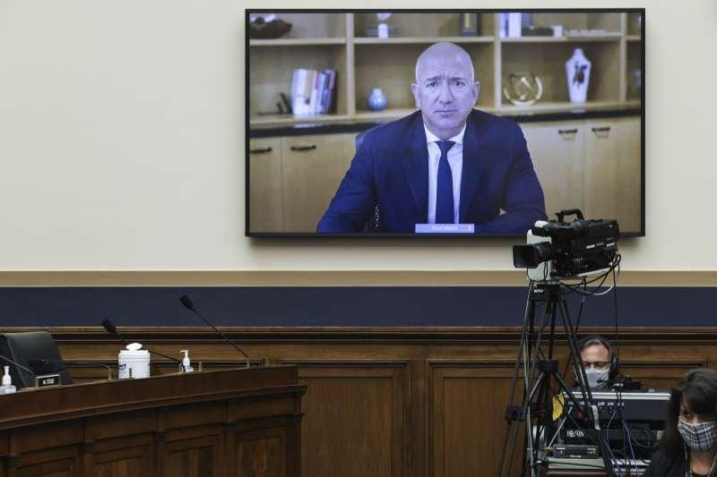 2020年7月29日,亞馬遜(Amazon)創辦人貝佐斯(Jeff Bezos)以視訊方式出席聯邦眾議院司法委員會的聽證會(AP)