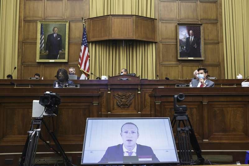 2020年7月29日,臉書執行長祖克柏(Mark Zuckerberg)以視訊方式出席聯邦眾議院司法委員會的聽證會(AP)
