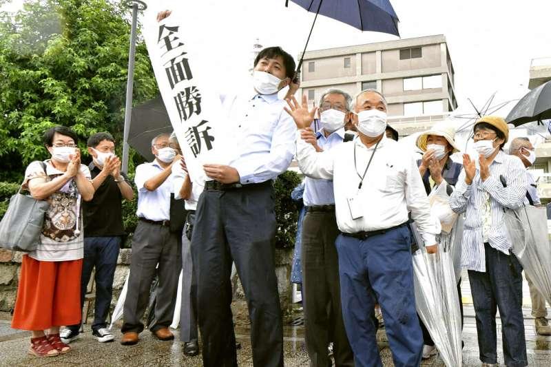 美國於二戰末期對日本投下原子彈迄今已近75年。日本廣島地方法院29日做出罕見判決,擴大認定核彈倖存者,納入更多放射性物質「黑雨」受害者。(美聯社)