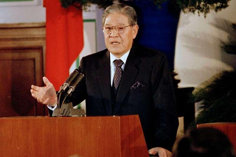 1988年,李登輝就任總統後舉行首次新聞發布會。(AP)